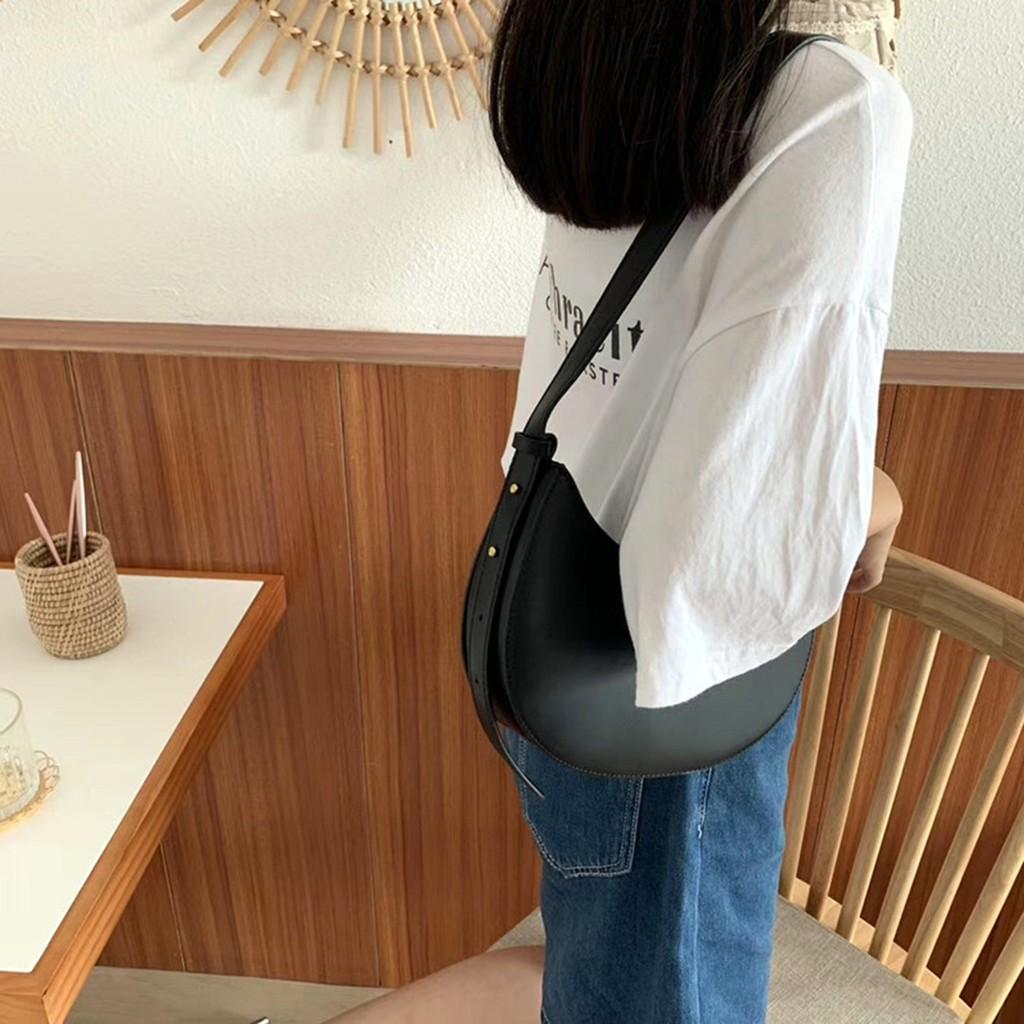 Túi Đeo Vai Kẹp Nách Nữ Bán Nguyệt Dây Da Phối Xích Đeo Vai Trẻ Trung Sành Điệu Phong Cách Hàn Quốc TC35