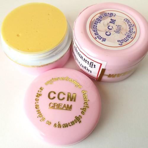 Kem CCM trị nám (nắp chữ vàng) + CCM dưỡng trắng ( nắp chữ trắng)