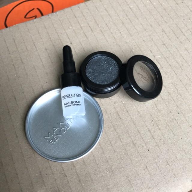 Phấn mắt khói Makeup revolution có nhũ kèm lót mắt - 2395959 , 349834693 , 322_349834693 , 50000 , Phan-mat-khoi-Makeup-revolution-co-nhu-kem-lot-mat-322_349834693 , shopee.vn , Phấn mắt khói Makeup revolution có nhũ kèm lót mắt