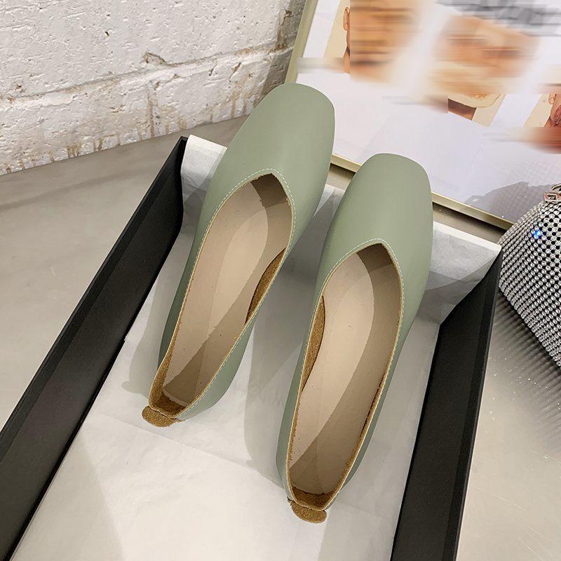 Giày đế bệt làm bằng da mềm phong cách cổ điển với mũi giày vuông