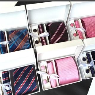 Hộp cà vạt, khăn tay, cúc, cài cà vạt