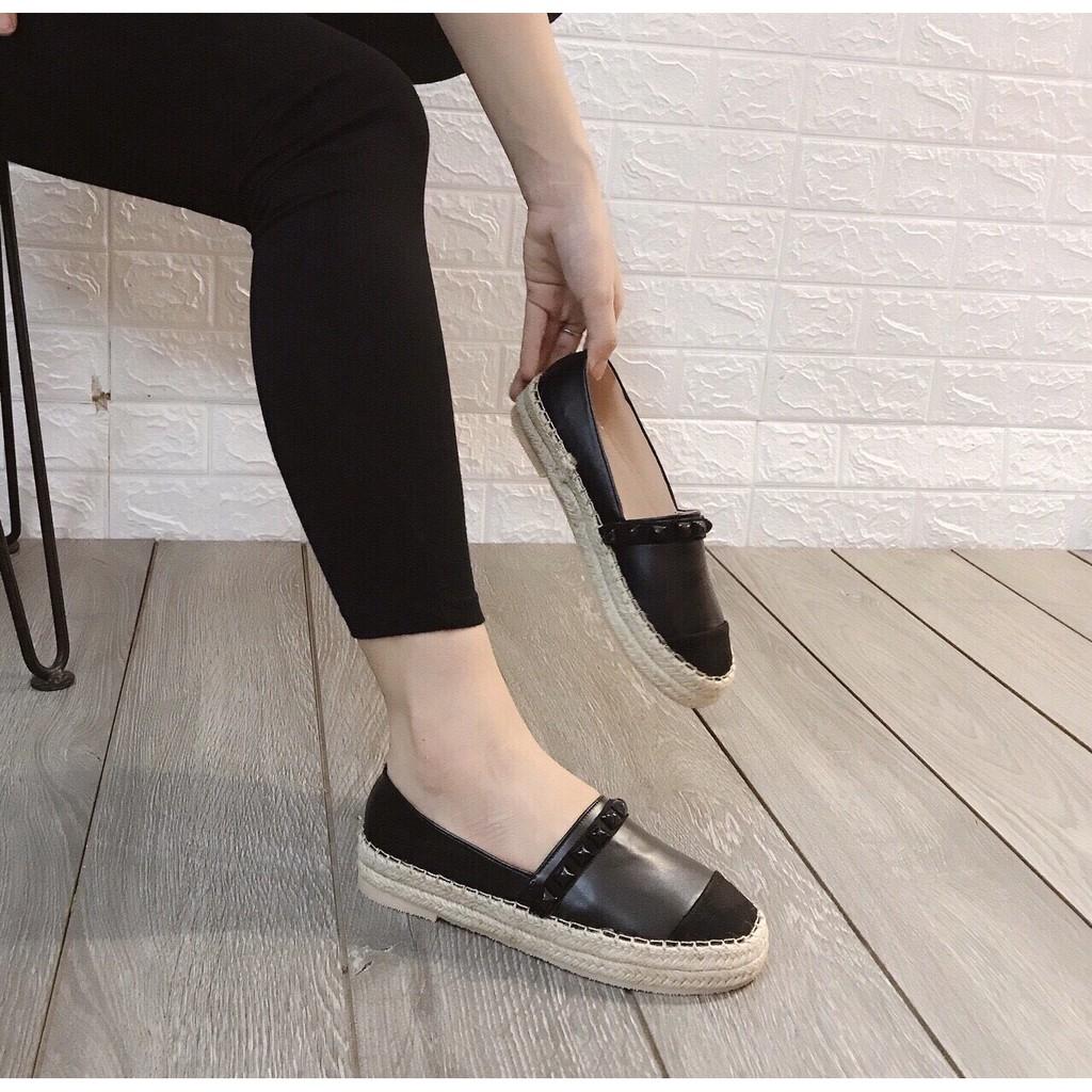 Giày slip on viền cói đính đinh vuông