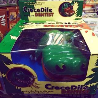 Đồ chơi trẻ em – cá sấu cắn