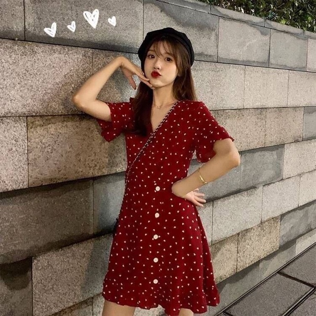 〰RED MINI HEART DRESS〰 มินิเดรสคอวีสีแดงสไตล์เกาหลี พิมพ์ลายหัวใจน่ารัก แต่งระบายเล็กๆที่ปลายแขนและชายเดรส