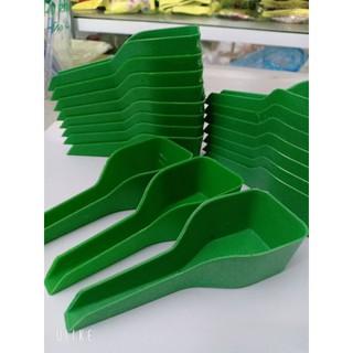 Thìa xúc thức ăn cho chim bằng nhựa tiện lợi giúp cho chim ăn nhanh chóng 3