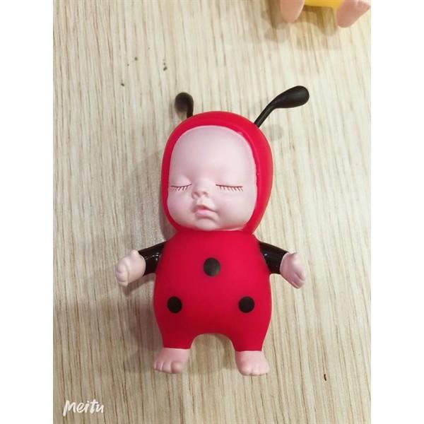 Em bé ong đỏ (con)