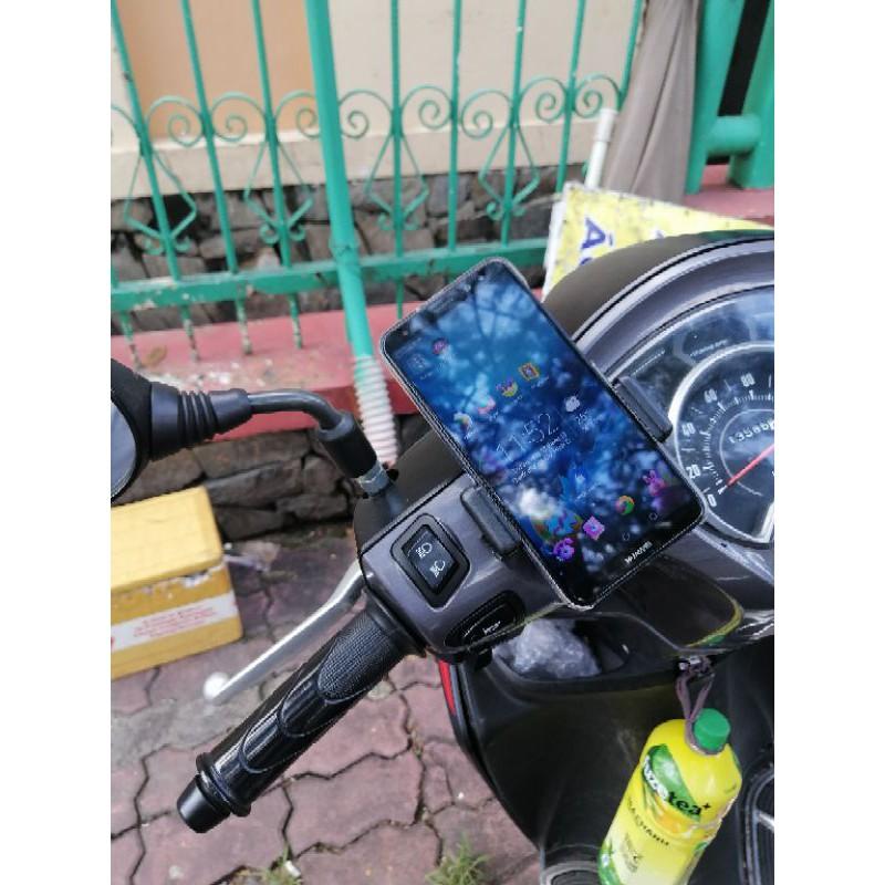 kẹp điện thoại dán trên xe máy