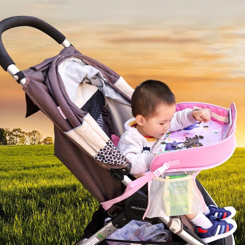 Giá đỡ điện thoại và để bàn ăn có hình xinh xắn để ở xe đẩy dành cho bé