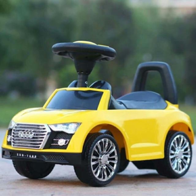 Xe chòi chân kiểu dáng ô tô Audi , có nhạc , đèn , cốp xe