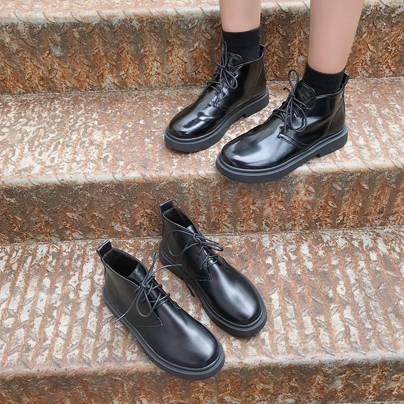 【จัดส่งฟรี】ใบไม้ร่วงใหม่เข็มขัดรองเท้ารถจักรยานยนต์ด้านล่างแบนหล่อรองเท้าผอมป่าดำ