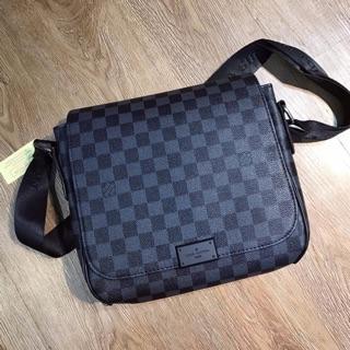 Túi đeo chéo LV 2 màu đen và nâu