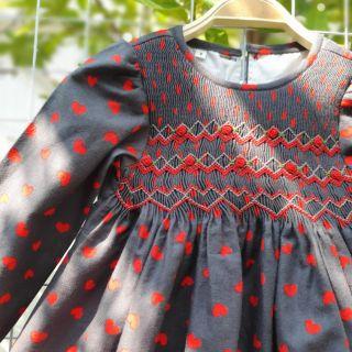 Váy smock Her corner tim đỏ nền xám