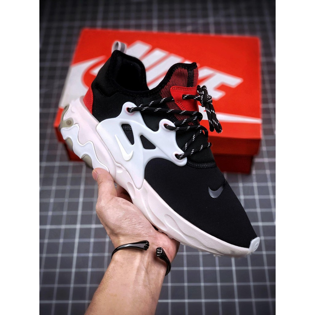 Nike PRESTO REACT Takahashi รองเท้าผ้าใบลำลองสำหรับผู้ชายผู้หญิงสีดำและสีขาว