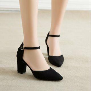 Giày cao gót 7p bít mũi 2 màu đen và be thumbnail